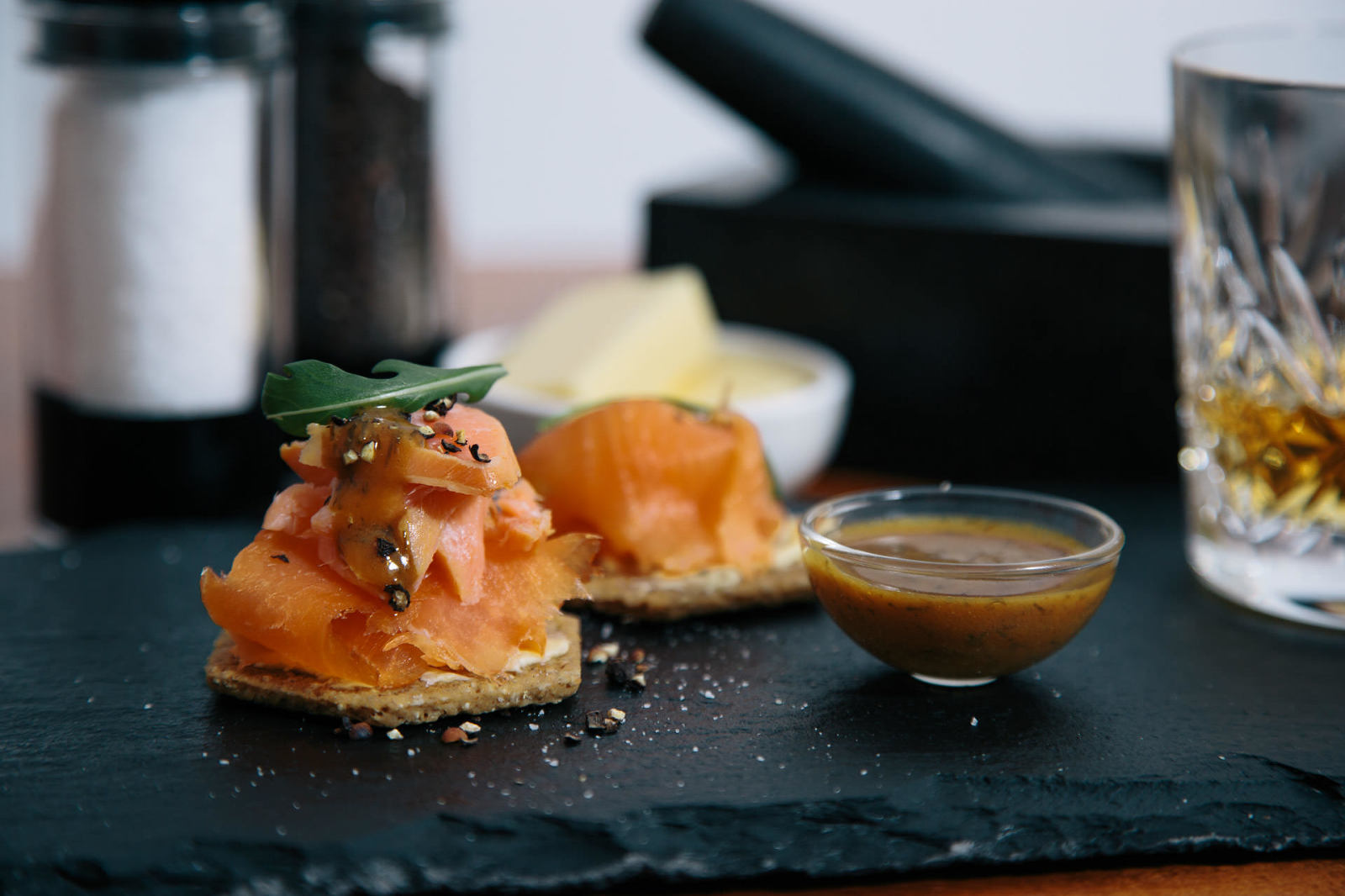 smoked-salmon-on-oatcakes-black-pepper